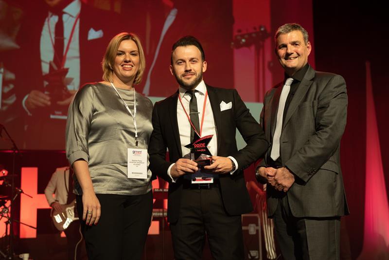 David Krakowski accepting Swissport-Finnair's award